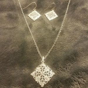 LMN Necklace With Matcing Earrings NWOT